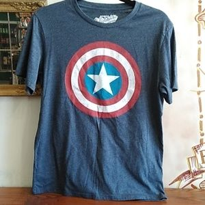 🧚Captain America T-shirt size small old Navy